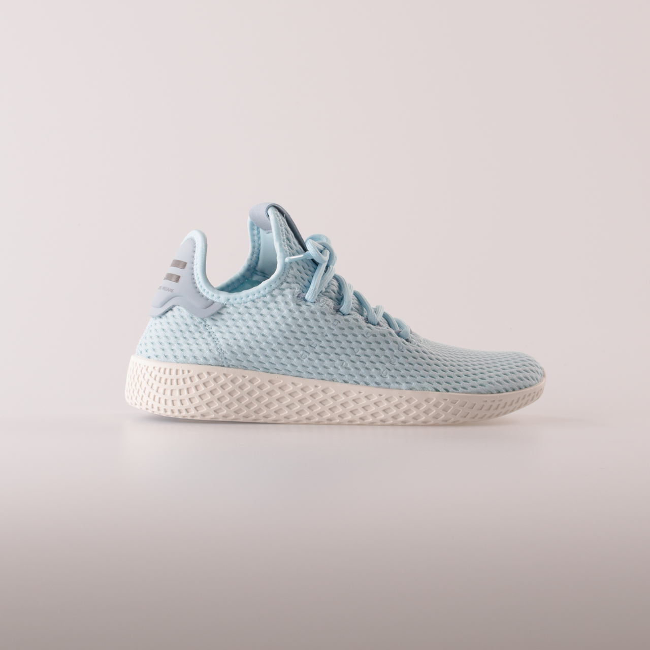 adidas-pharrell-williams-tennis-hu-sneakers-dames ...